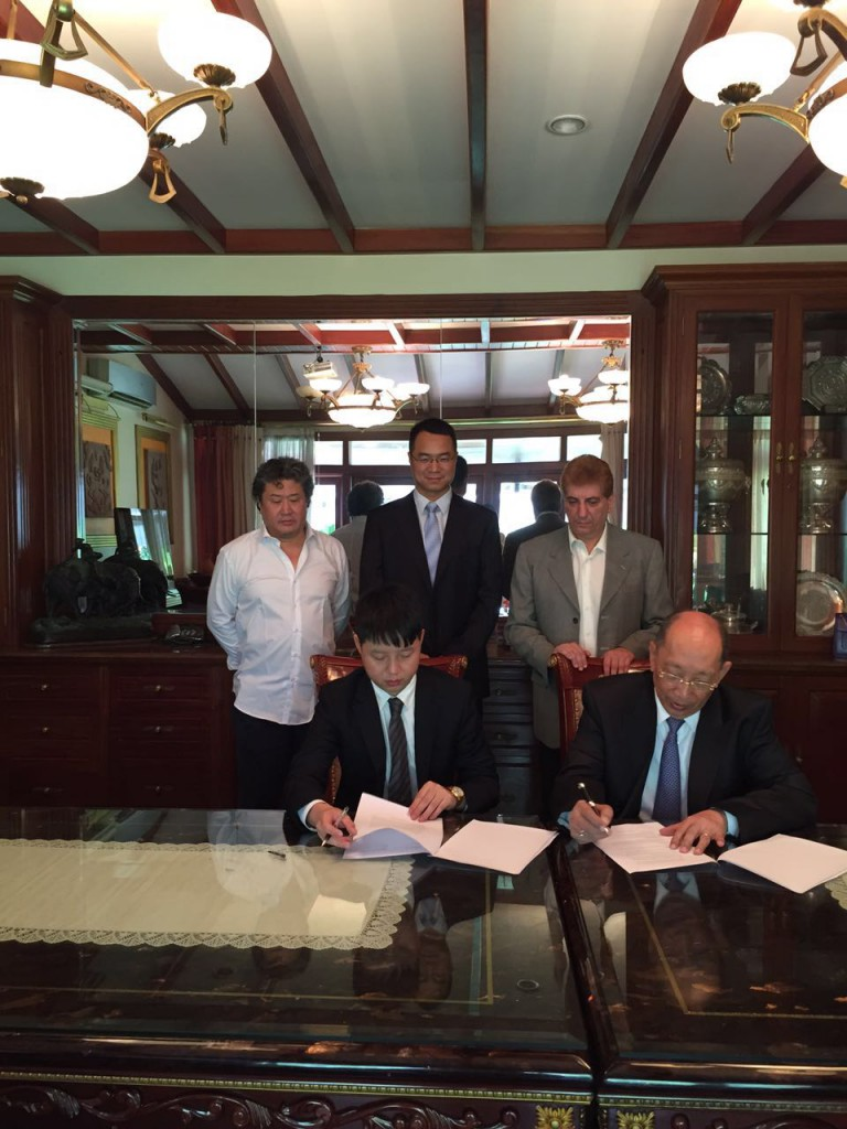 HT's GM Overseas Dpt. Lucas Pei Signing MoU with Chairman of EAP Group
