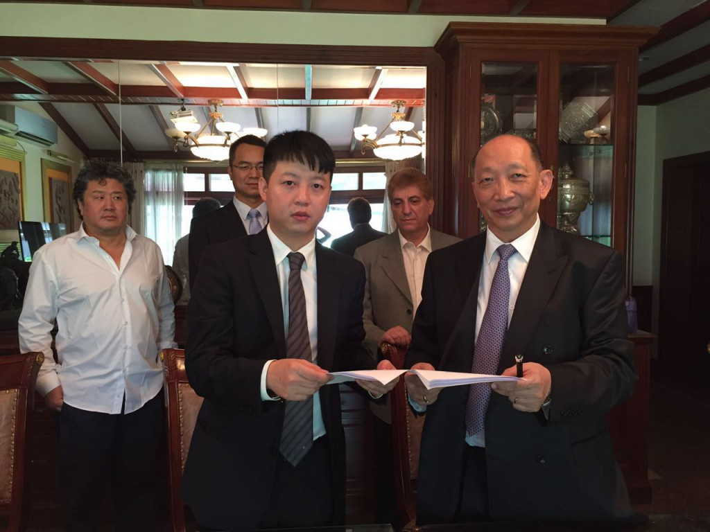 Lucas Pei ExchangingSigned MoU with Chairman of EAP Group